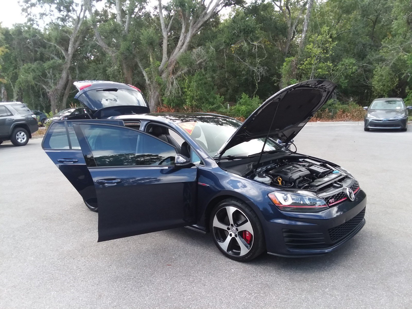 Pre-Owned 2016 Volkswagen Golf GTI S w/Performance Pkg